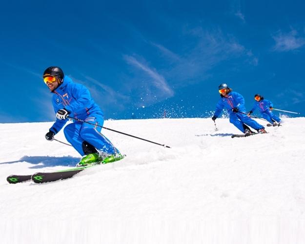 Skikurs Skilehrer Carven Gruppe