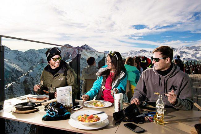 Essen Hütte Freunde Skiurlaub