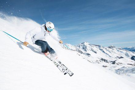 Skifahrerin Powder Stubaier Gletscher