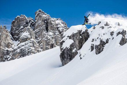 tiefschnee axamaer luzum snowboarder