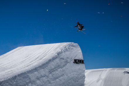 Freestyle Snowboarder im Jatzpark