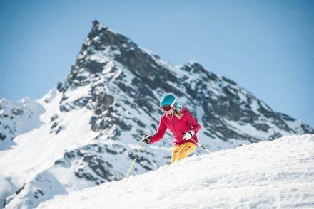 bergabfahrt galtür skifahrerin