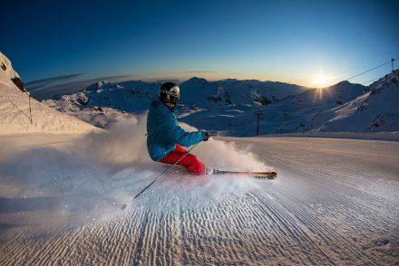 Skifahrer Abbremsen Sonnenuntergang
