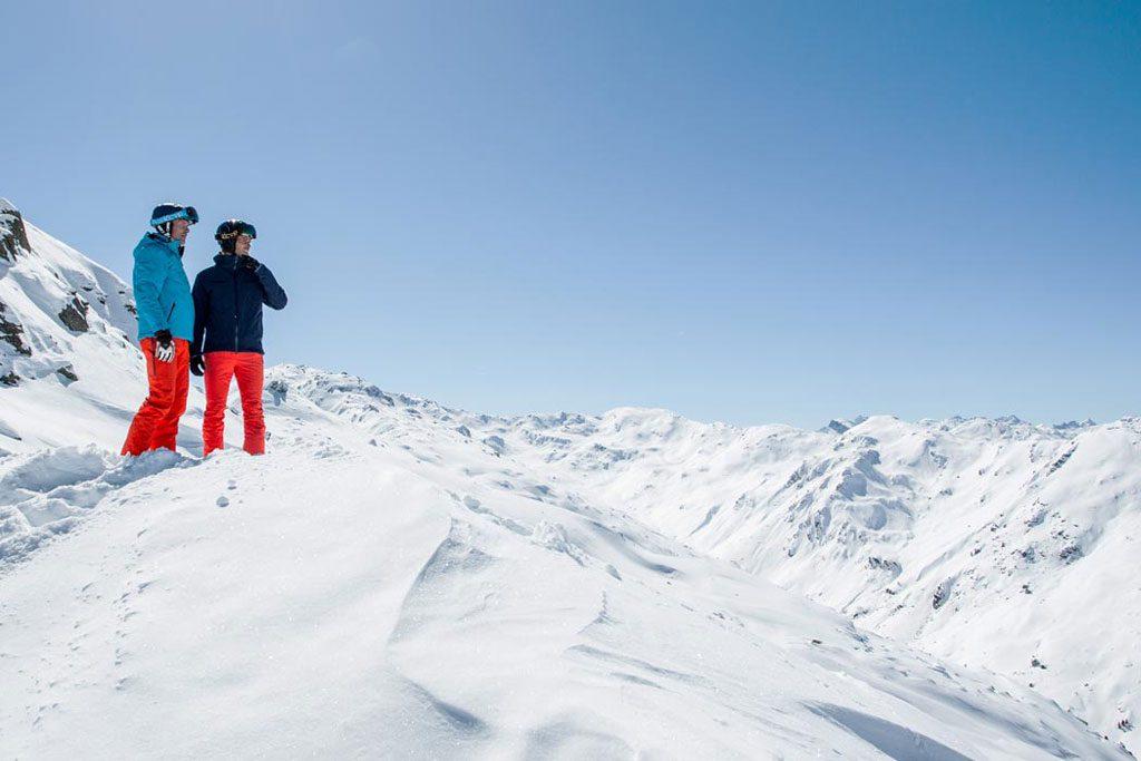 Tiefschnee Pause Aussicht Berge