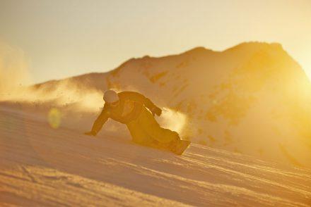 Sonnenuntergang snowboard carven