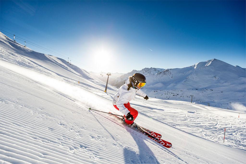 Skifahrerin Samnaun Sonne Abfahrt