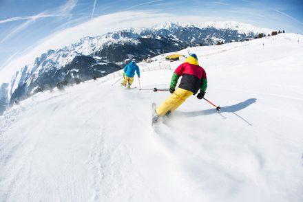 Skifahrer Berge Carven Schnee