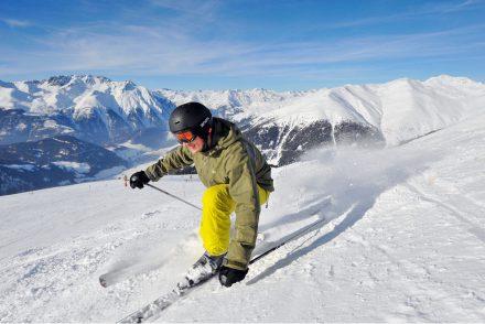 Skifahrer Sonne Piste Abfahrt