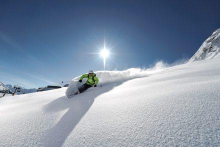 skifahrer powder sonne