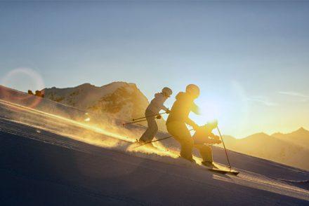 Skifahrer Sonnenuntergang carven abfahrt