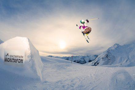 skifahrer berge grab kicker