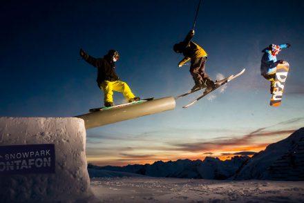 snowboarder skifahrer tricks rail