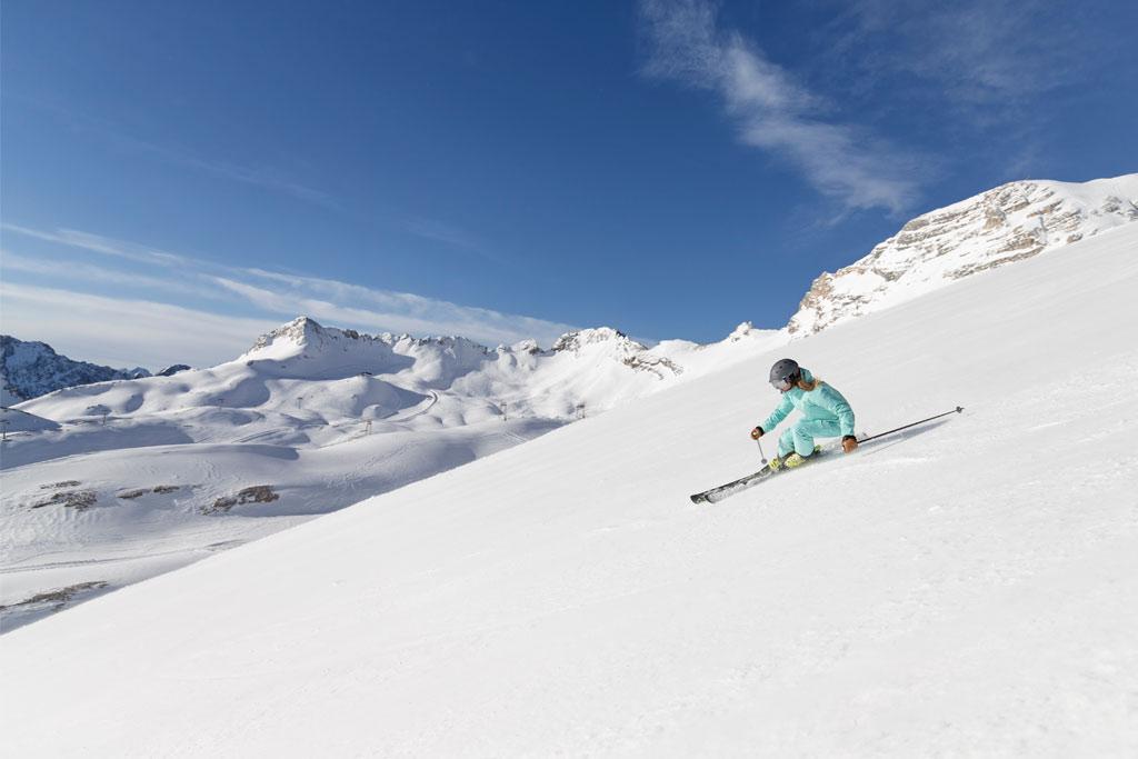 Skifahrerin Partenkirchen carven