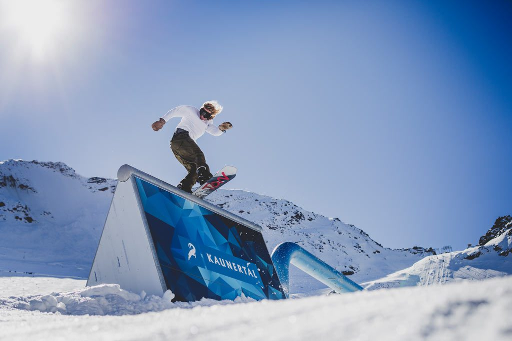 Kaunertal Gletscher Funpark Snowboarder