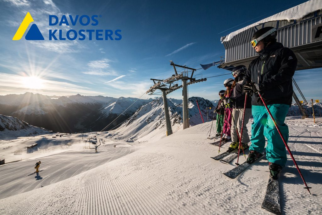 Gruppe Sonne Schweiz Skigebiet Piste Ausblick