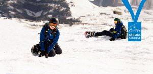 Paar Ski Wochenende Schneebeben