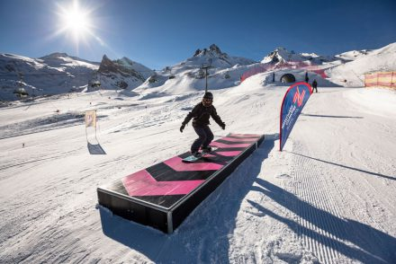 Snowboarder im Funpark Hintertux