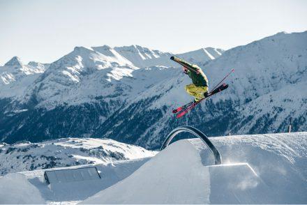 skifahrer stunts kicker