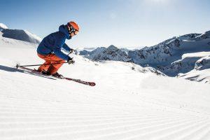 skifahrer abfahrt berge sonne