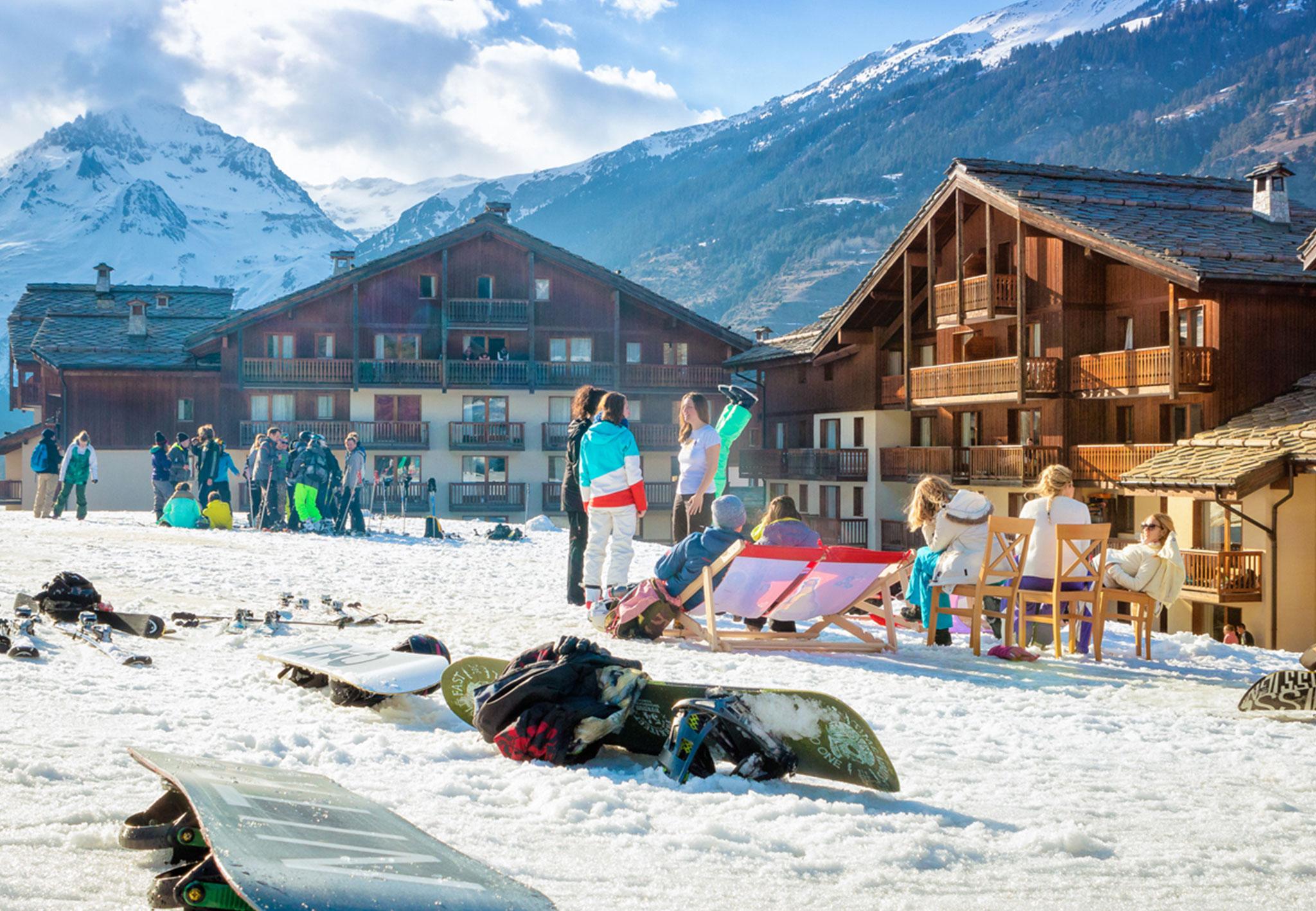 Ski Urlauber relaxen im Tal
