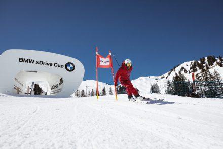 Slalom Skirennen Fahrer in Warth Schroecken