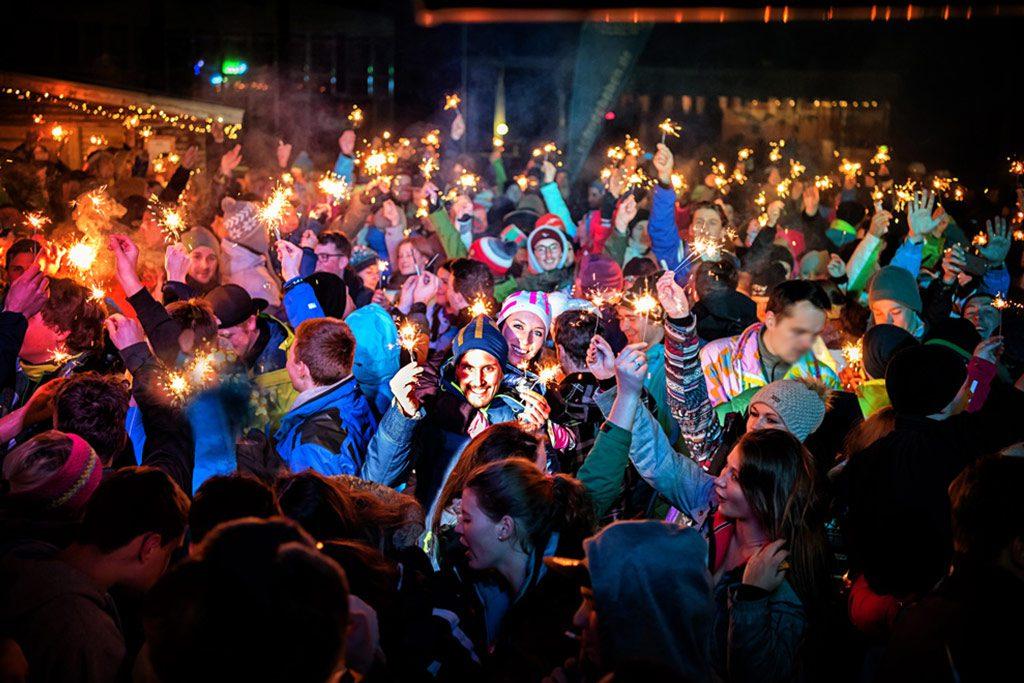 Party im Skigebiet mit Wunderkerzen