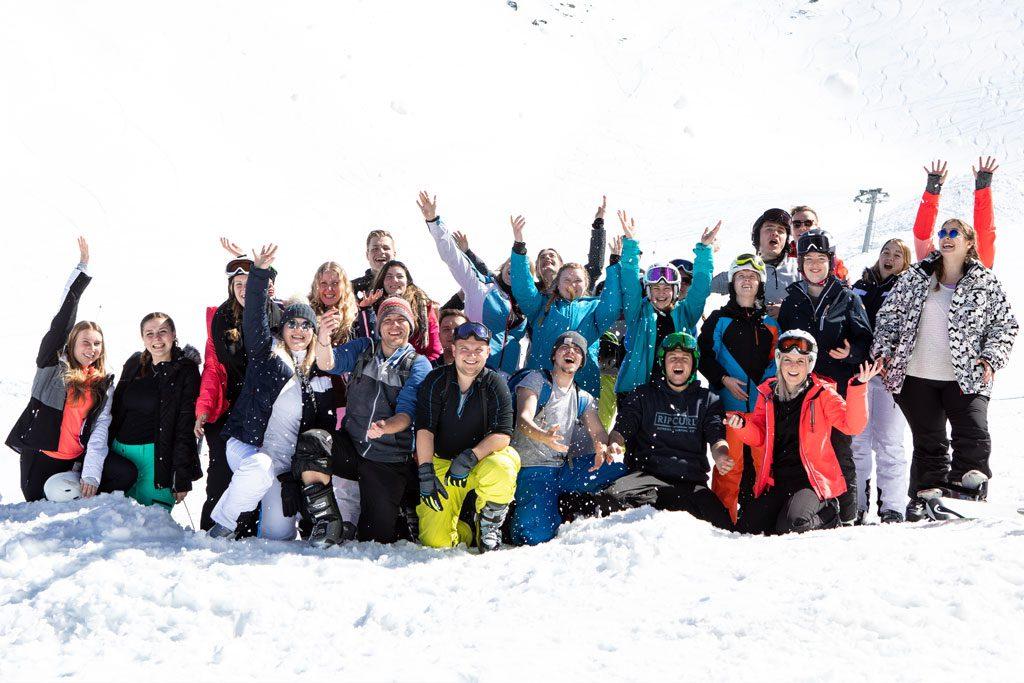Gruppenfoto von Schneebeben Fans