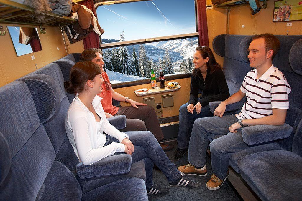 Sitzwagen Zug in die Berge