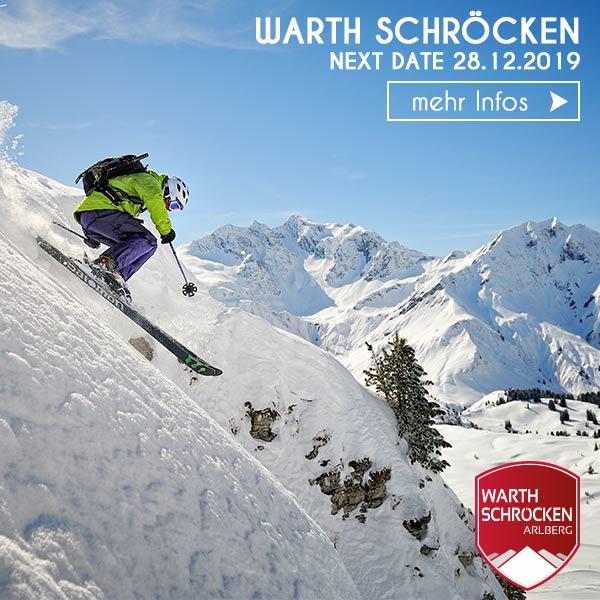 Freeride Skifahrer Tiefschnee Sprung