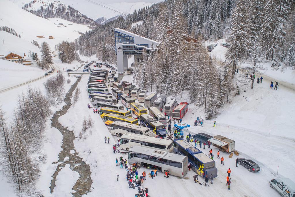Schneebeben Tagesfahrt Busse Parkplatz